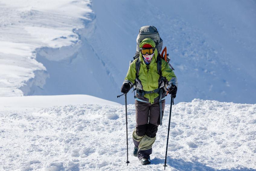 Bergsteiger auf Gletscher mit Gamaschen