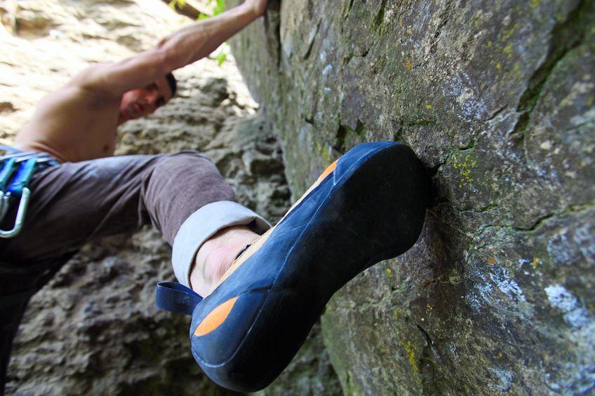 Kletterschuhe kommen am Fels im freien zum Einsatz