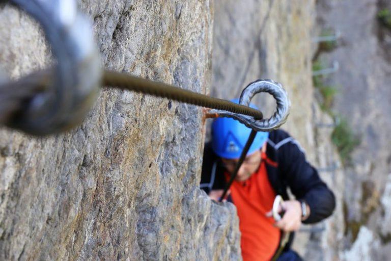 Mann im Klettersteig Via Ferrata