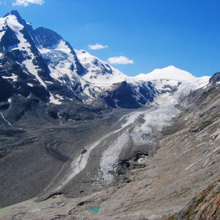 Blick auf den Gletscher und den Gipfel des Grossglockners