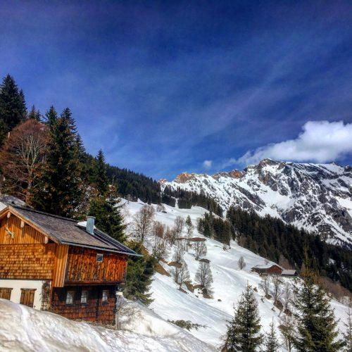 Eine Hütte im Winter in Maria Alm