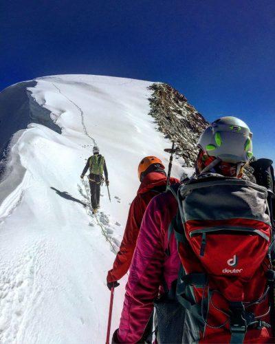 Eine Seilschaft beim Gipfelanstieg zum Piz Palü